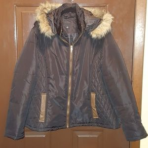 Never Worn Winter Coat. Fur collar.